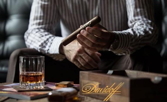Zigarre des Monats  Davidoff Winston Churchill Toro  20er / 4er - mit Zusatzrabatt